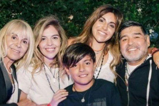 Foto familiar de Gianinna Maradona con un Diego sonriente