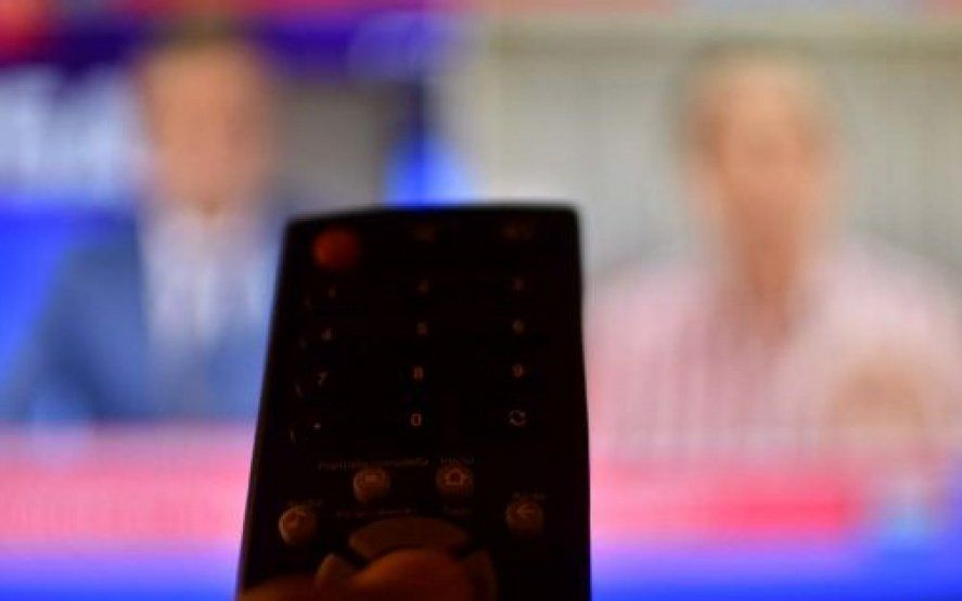 Qué establece el DNU que declara servicios públicos a internet, telefonía y TV paga