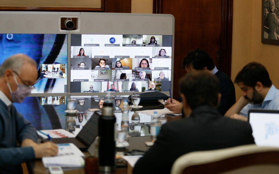 El gobernador Axel Kicillof, en la reunión con su gabinete, el comité de expertos y los intendentes sobre la situación de salud de la Provincia.