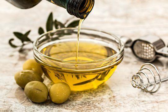 La Anmat prohibió la venta de dos aceites, una pasta de legumbres y un queso