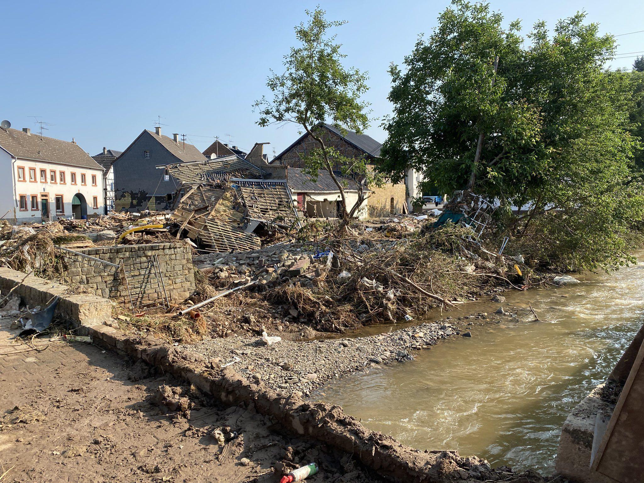 cronica de una inundacion, desde buenos aires a alemania