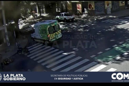 El auto chocó a la moto en 6 y 60, en La Plata