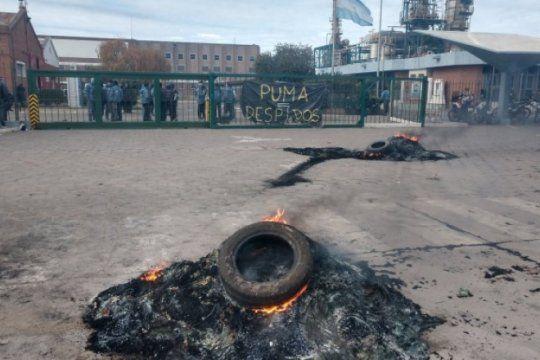 despidos en refineria de bahia blanca: no hubo avances tras reunion en el ministerio de trabajo