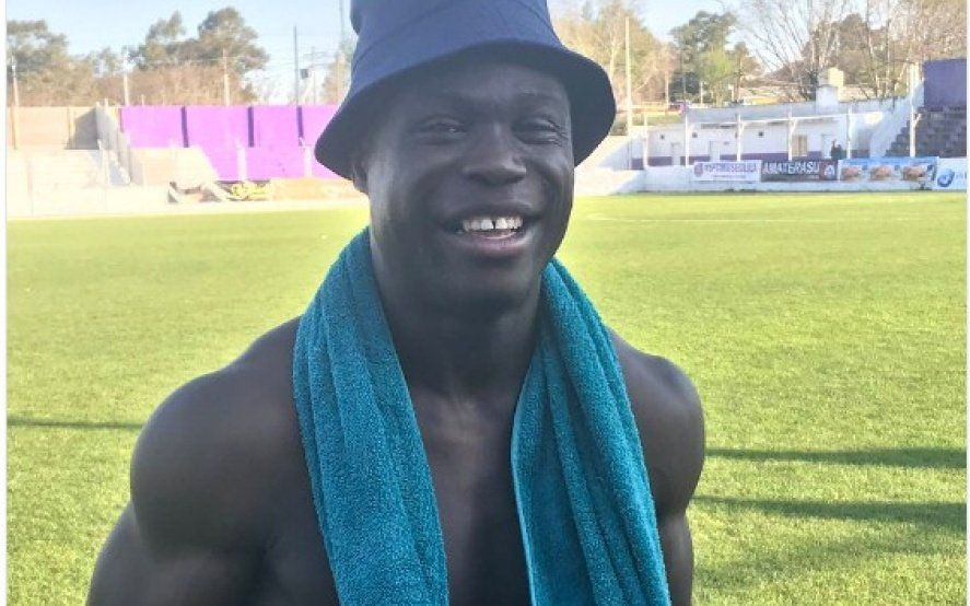 El camerunés de Sacachispas que anotó su primer gol, lo festejó cómo El negro de WhatsApp y se volvió viral