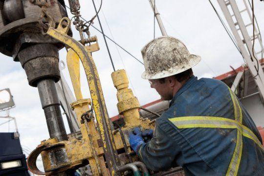 petroleros rompe el techo de las paritarias: aumento del 43 por ciento y bono de 28 mil pesos