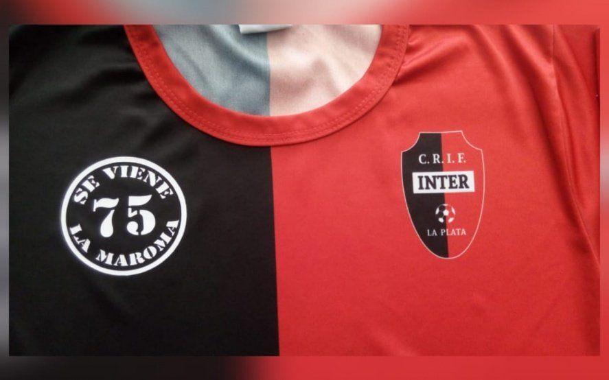 Inédito: Un equipo de fútbol llevará el logo de una banda de rock en su camiseta