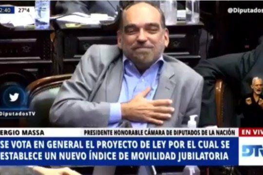 FernandoIglesias se confundió, votó a favor y Massa no la dejó pasar
