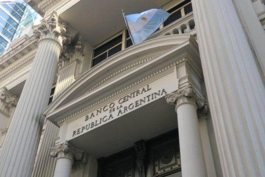 primer dia de sandleris en el banco central: el dolar opero en alza a la espera del nuevo acuerdo con el fmi