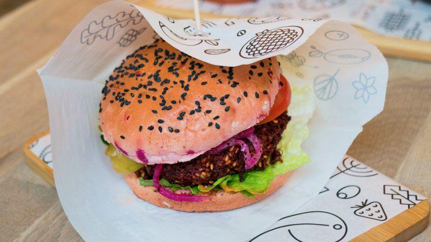 Cada vez hay más locales de comida que suman opciones aptas para veganos