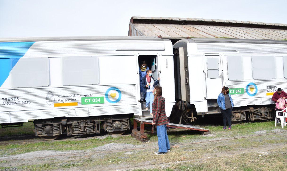 La llegada del tren sanitario a Hinojo, partido de Olavarría