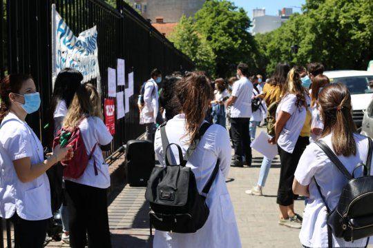 Profesionales de la salud piden abrir las paritarias