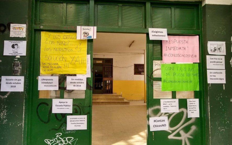 """""""Con frío es difícil aprender"""": Siguen los reclamos por falta de gas en escuelas de La Plata"""