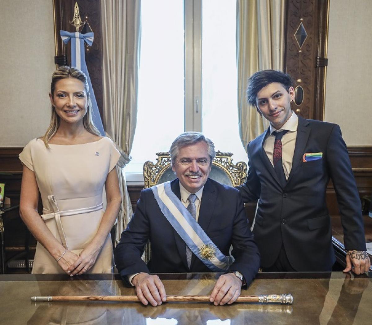 Alberto Fernández junto a la primera dama Fabiola Yáñez y a su hijo Estanislao