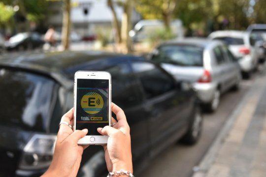 desde este lunes, la app para estacionar en la plata reemplaza definitivamente a los mensajes de texto