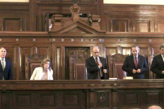 la corte suprema establecio limites en las escuchas y pidio una ley para su uso