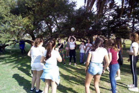 el parque ecologico recibe la primavera con clases abiertas, bandas en vivo y juegos para chicos